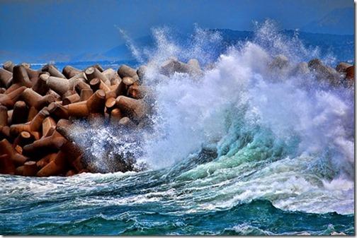 初心者だからと言って、海が手加減してくれるわけじゃない